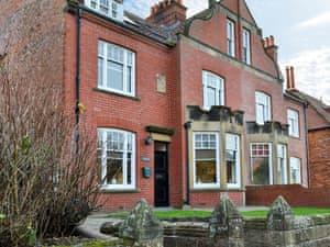 Lyndhurst Apartments - Lyndhurst Apt. 1