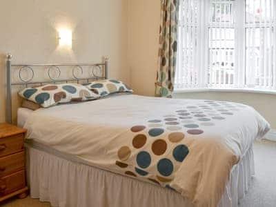 Relaxing double bedroom | Comyn, Bridlington