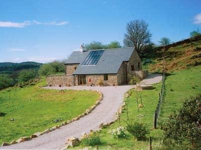 Wonderful holiday cottage with sweeping driveway perched high above Loch Sween | Achabeg, Achabeg, Inverlussa, near Achnamara
