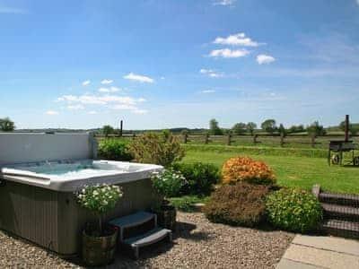 Relaxing hot tub with wonderful garden views | Bwthyn Onnen - Dolyrychain, Ystrad Meurig