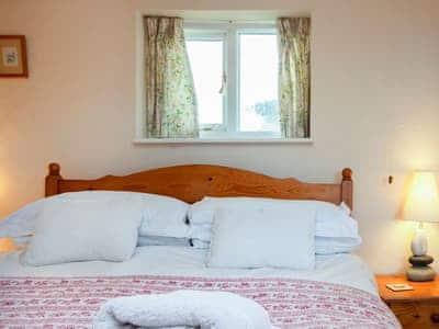 Cosy double bedroom | Yew Tree Cottage, Stoke Fleming