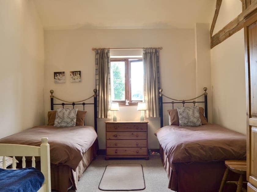 Spacious twin bedroom | Skimblescott Barn, Much Wenlock