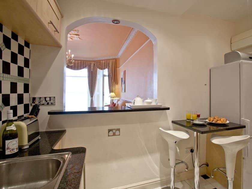 Kitchen | Ocean Shangri-La, Bay Fort Mansions - Bay Fort Mansions, Torquay