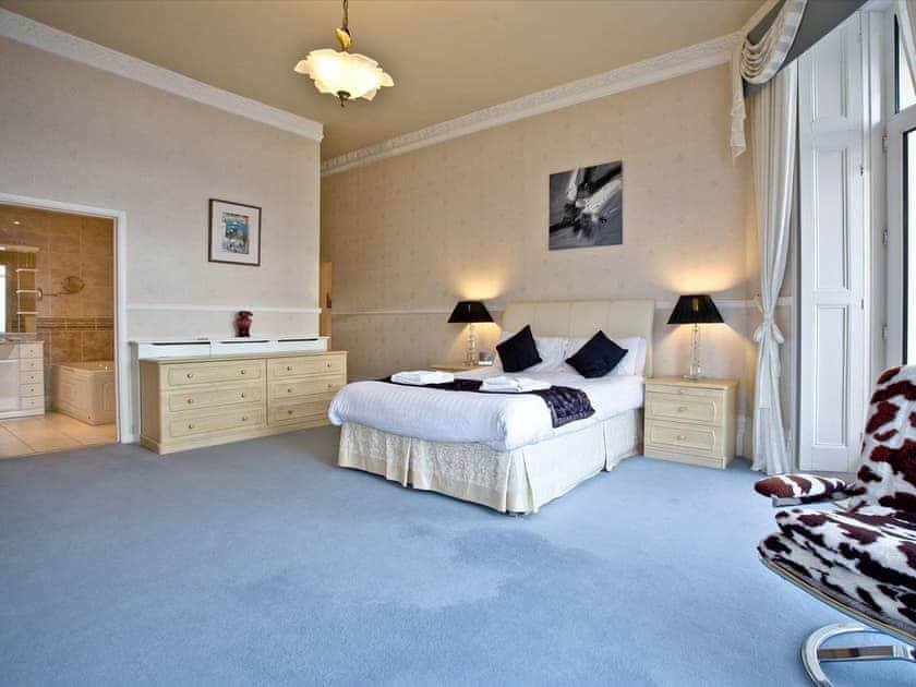 Double bedroom | Ocean Shangri-La, Bay Fort Mansions - Bay Fort Mansions, Torquay