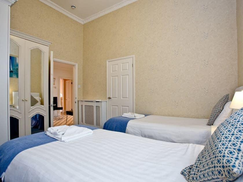 Twin bedroom | Ocean Shangri-La, Bay Fort Mansions - Bay Fort Mansions, Torquay