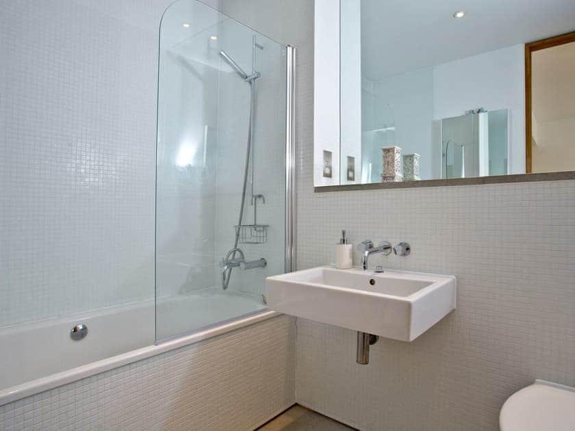 Bathroom | Wild Beaches Apartment, Royal William Yard - Royal William Yard, Plymouth