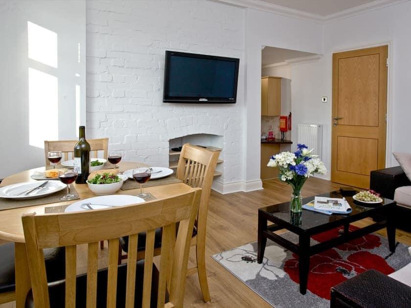 Living room/dining room | 7 Goodrington Lodge - Goodrington Lodge, Paignton