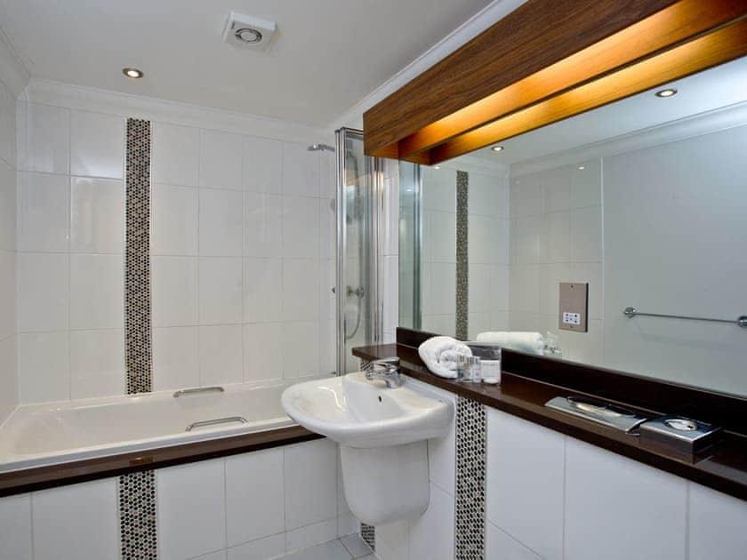 Bathroom | 7 Goodrington Lodge - Goodrington Lodge, Paignton