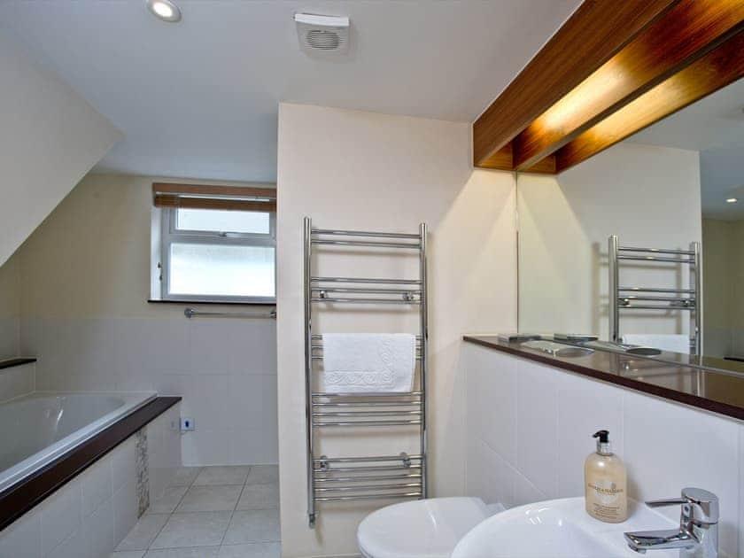Bathroom | The Cottage, Goodrington Lodge - Goodrington Lodge, Paignton