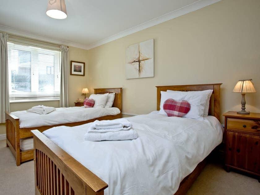 Twin bedroom | 2 Headland Point, Newquay