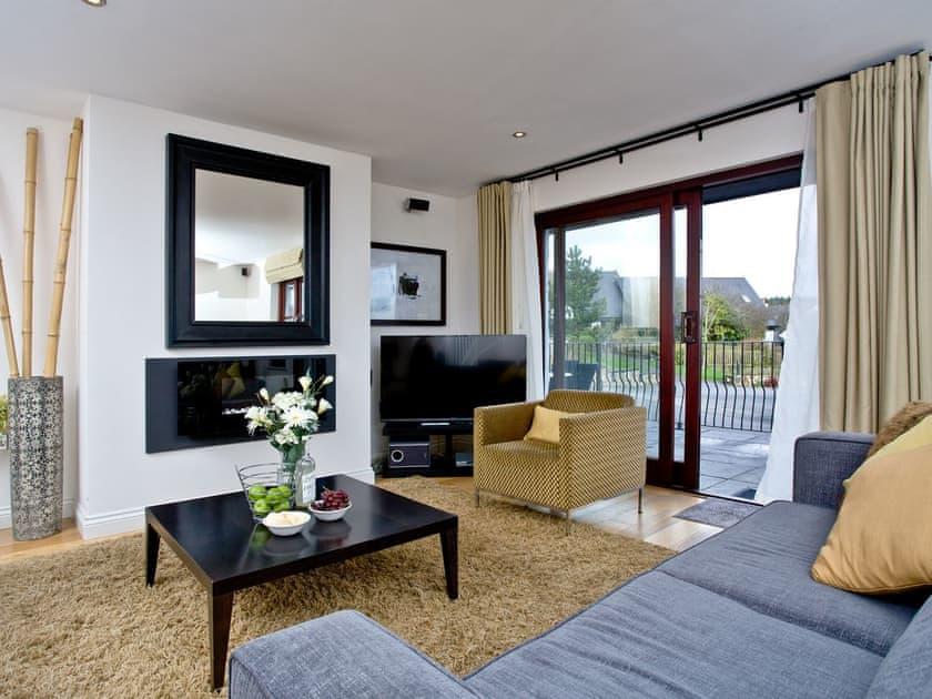 Fantastic open plan living with sliding doors   Cherry, Woodland Retreat - Woodland Retreat, Wadebridge
