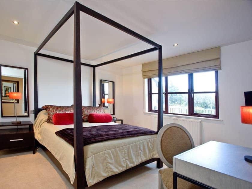 Four Poster bedroom with en-suite   Cherry, Woodland Retreat - Woodland Retreat, Wadebridge