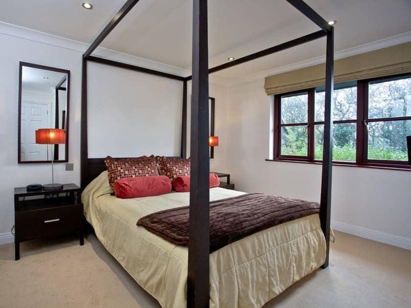 Romantic four poster bedroom | Holly, Woodland Retreat - Woodland Retreat, Wadebridge
