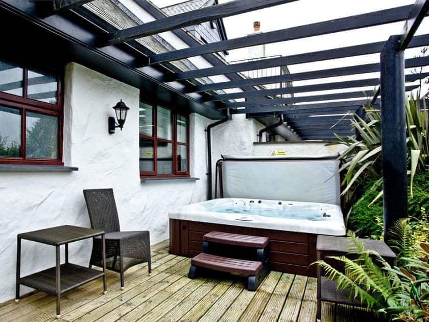 Decked area with hot tub   Lily, Woodland Retreat - Woodland Retreat, Wadebridge