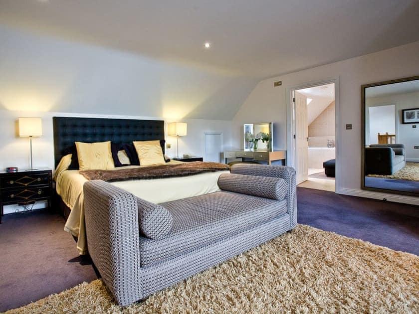 Spacious bedroom with seating area   Lily, Woodland Retreat - Woodland Retreat, Wadebridge