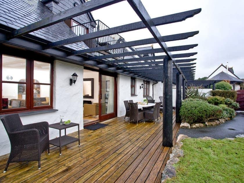 Decked patio with furniture   Lily, Woodland Retreat - Woodland Retreat, Wadebridge