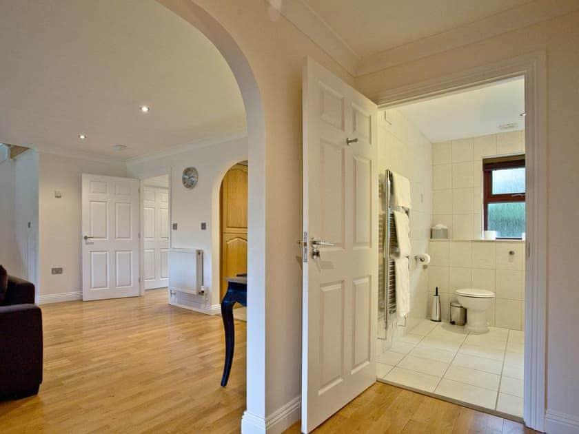 Light and bright open living area and ground floor wet room | Orchid, Woodland Retreat - Woodland Retreat, Wadebridge