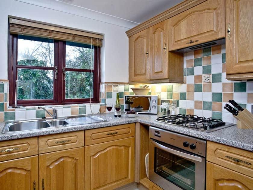 Well qppointed kitchen | Orchid, Woodland Retreat - Woodland Retreat, Wadebridge