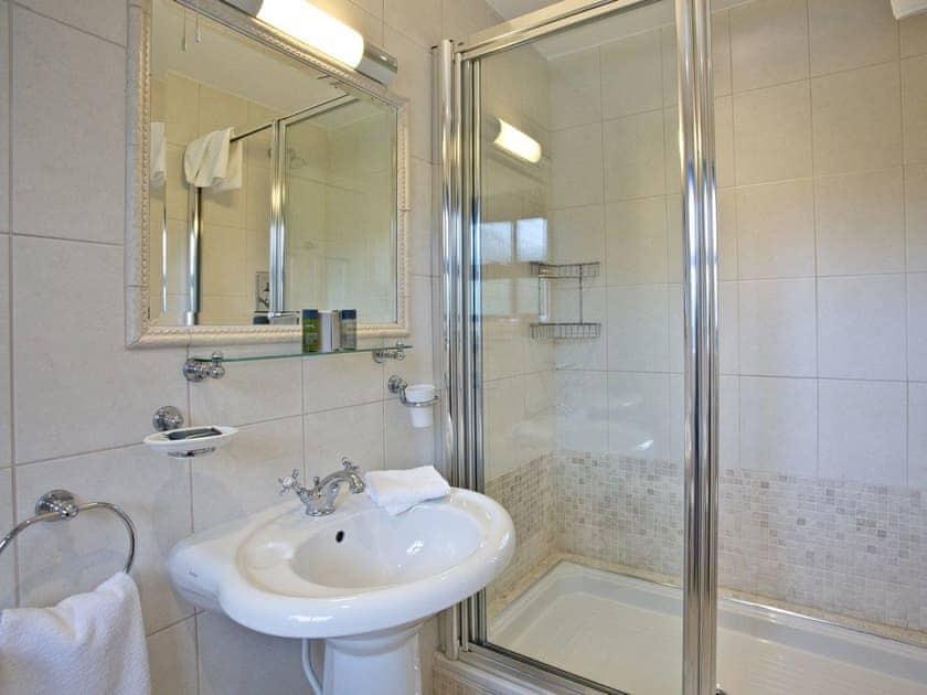 Lovely en-suite shower room | Orchid, Woodland Retreat - Woodland Retreat, Wadebridge