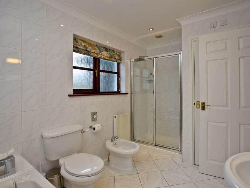 Tiled bathroom with shower cubicle | Primrose, Woodland Retreat - Woodland Retreat, Wadebridge