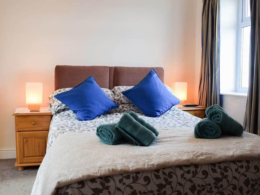 Lovely double bedroom | Seadrift, New Quay