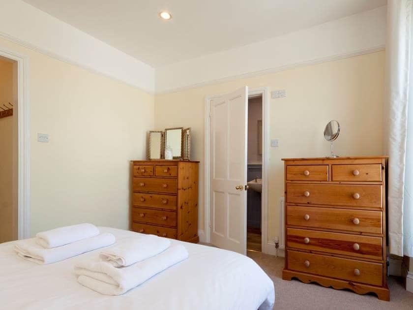 Peaceful double bedroom with en-suite    Innisfree, Salcombe