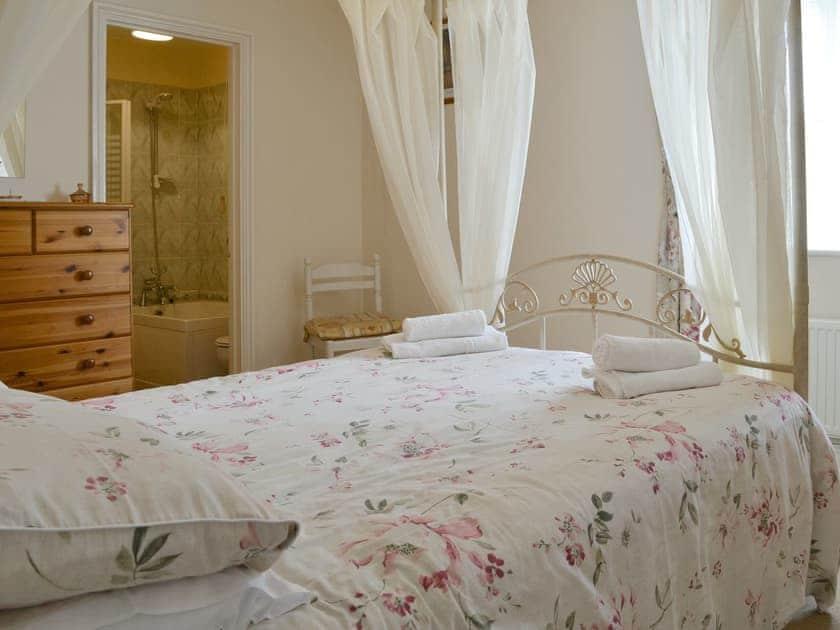 Peaceful en-suite four poster bedroom | Alminstone House, Woolsery, near Bideford
