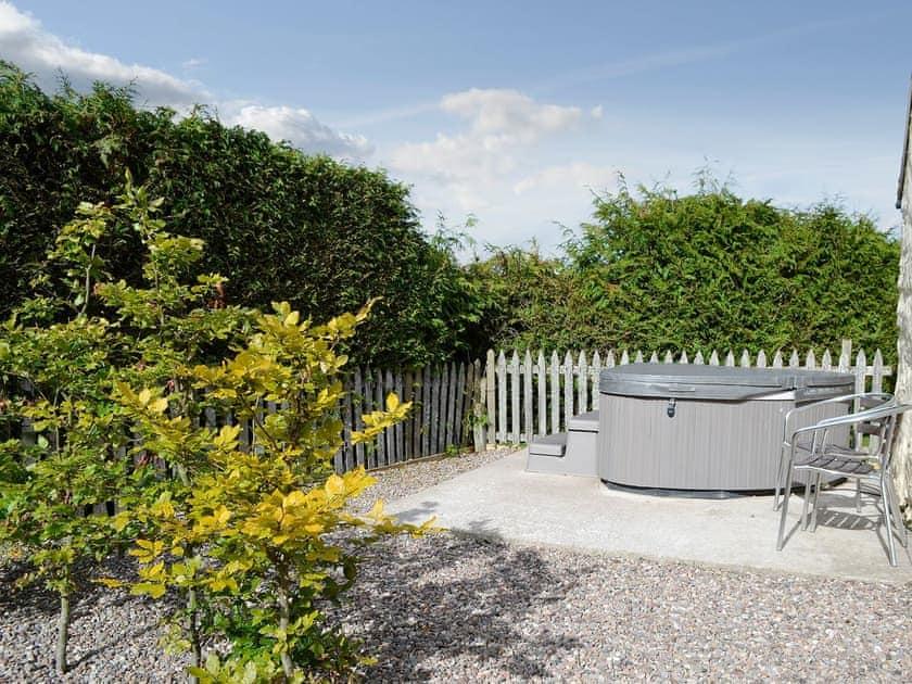 Hot tub | Croft End Cottage - Brewlands Estate, Glenisla, Blairgowrie
