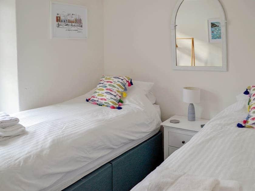 Comfortable twin bedroom | Drum House, Dartmouth