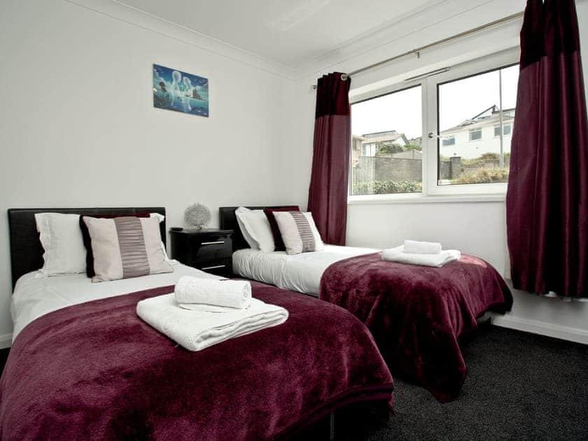 Twin bedroom | 7 Waters Edge - Waters Edge, Newquay