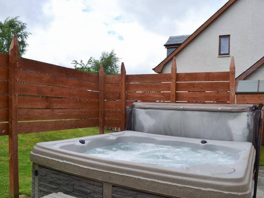 Hot tub | Clunnie Mor - Allt Mor Cottages, Aviemore