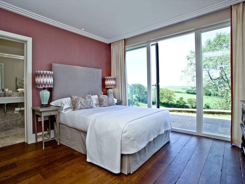 Double bedroom   Golden Meadow And Workshop, Torcross