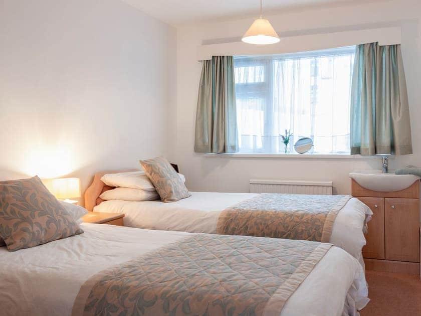 Cosy twin bedroom | Rivers Reach, Dartmouth