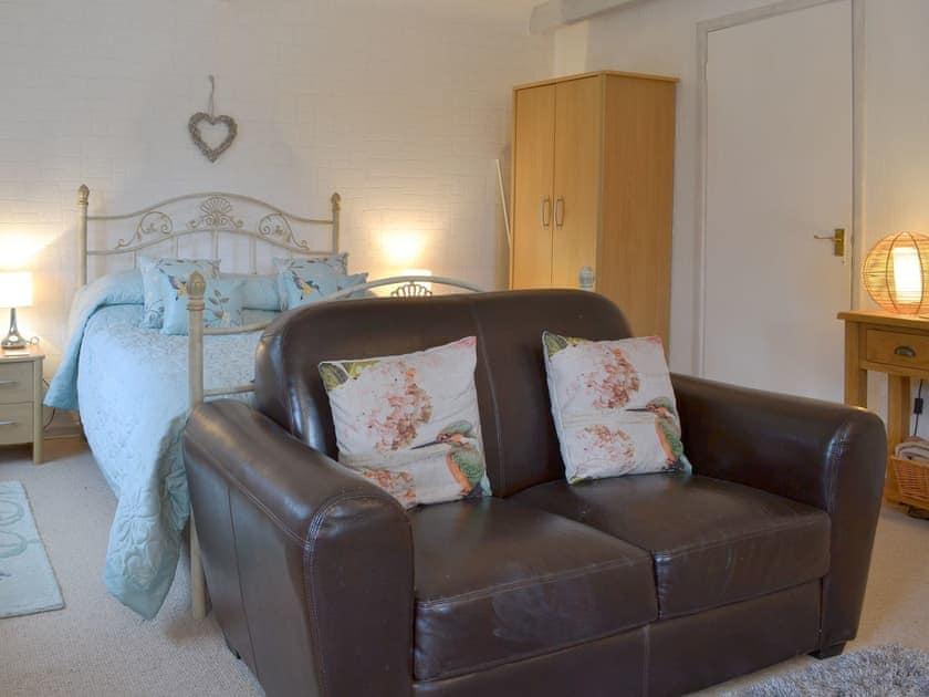Living/dining/ bedroom | Kingfisher Apartment - Rosecraddoc Manor, Liskeard