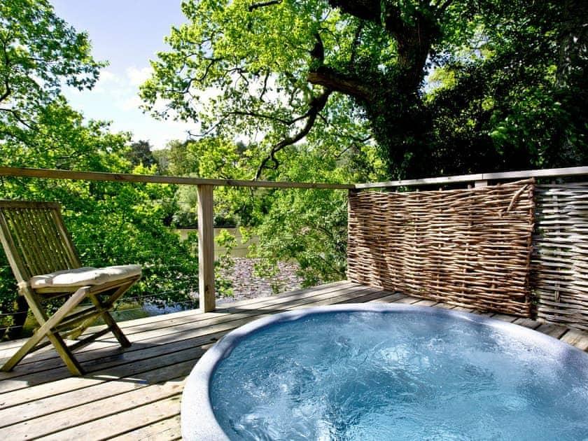 Wonderful secluded hot tub | Haytor Lodge, 9 Indio Lake - Indio Lake, Bovey Tracey