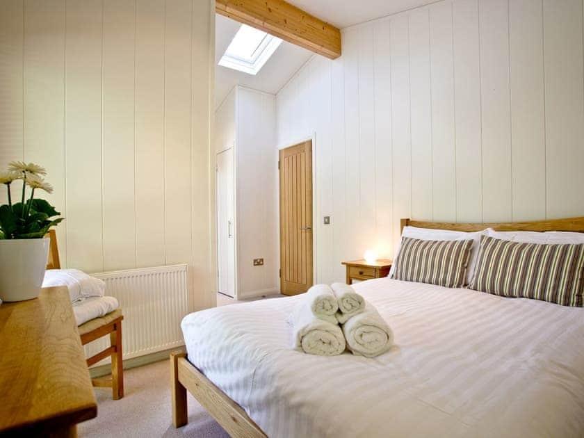 Welcoming double bedroom | Haytor Lodge, 9 Indio Lake - Indio Lake, Bovey Tracey