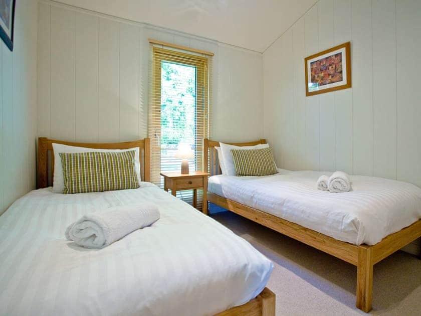 Bedroom with twin single beds | Haytor Lodge, 9 Indio Lake - Indio Lake, Bovey Tracey