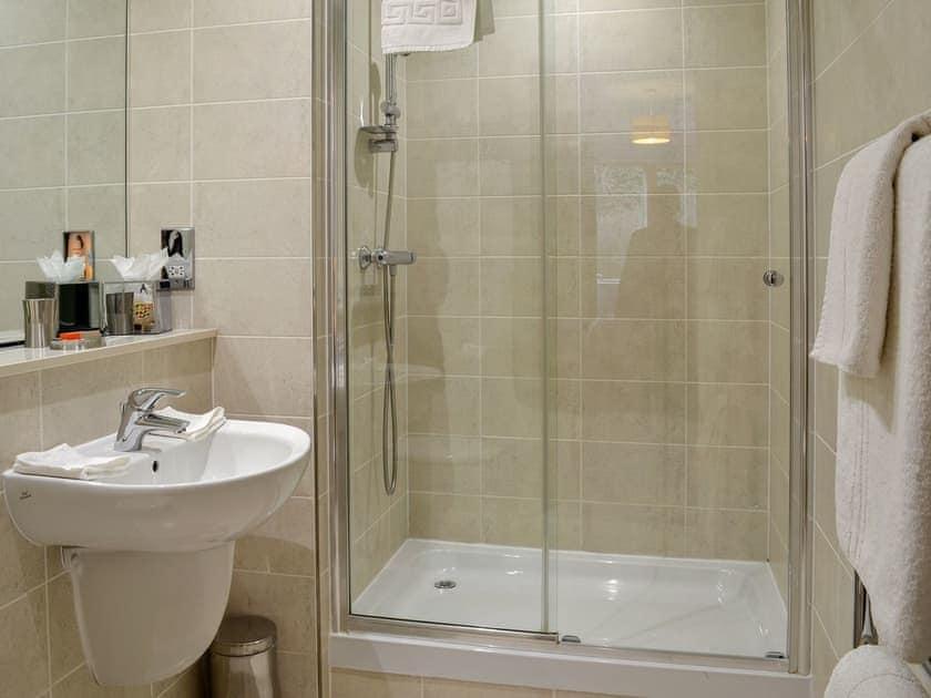 En-suite shower   North Bay Sands Apartment 2 - North Bay Sands Apartments, Scarborough