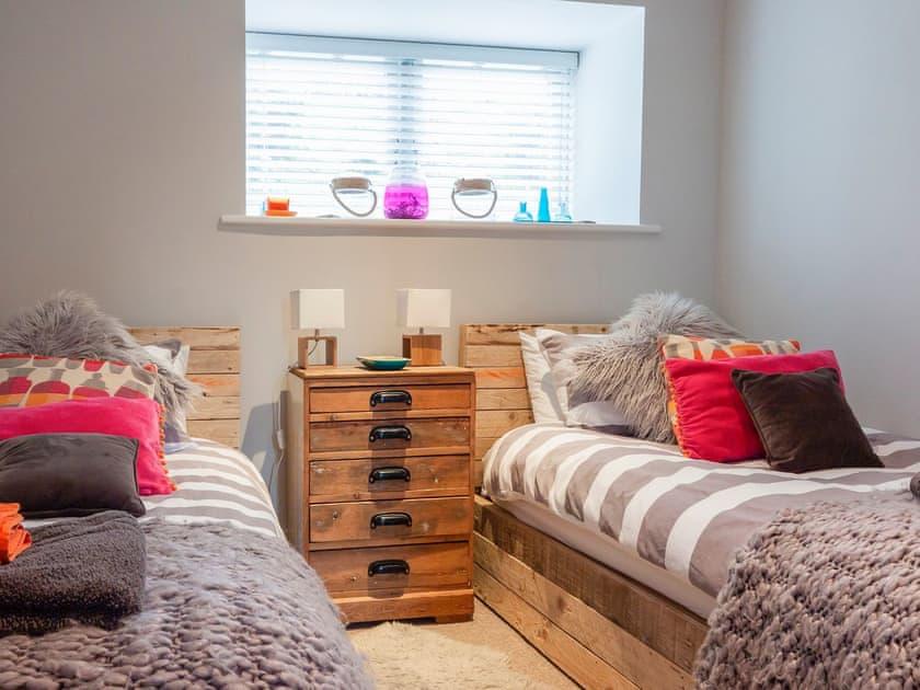 Beautiful twin bedroom | Braeburn, Slapton