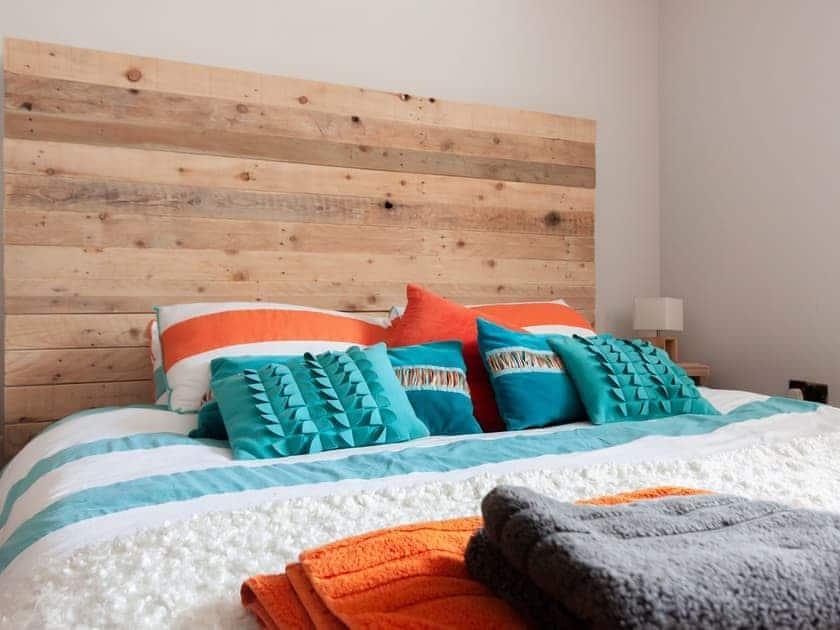Pretty double bedroom | Braeburn, Slapton