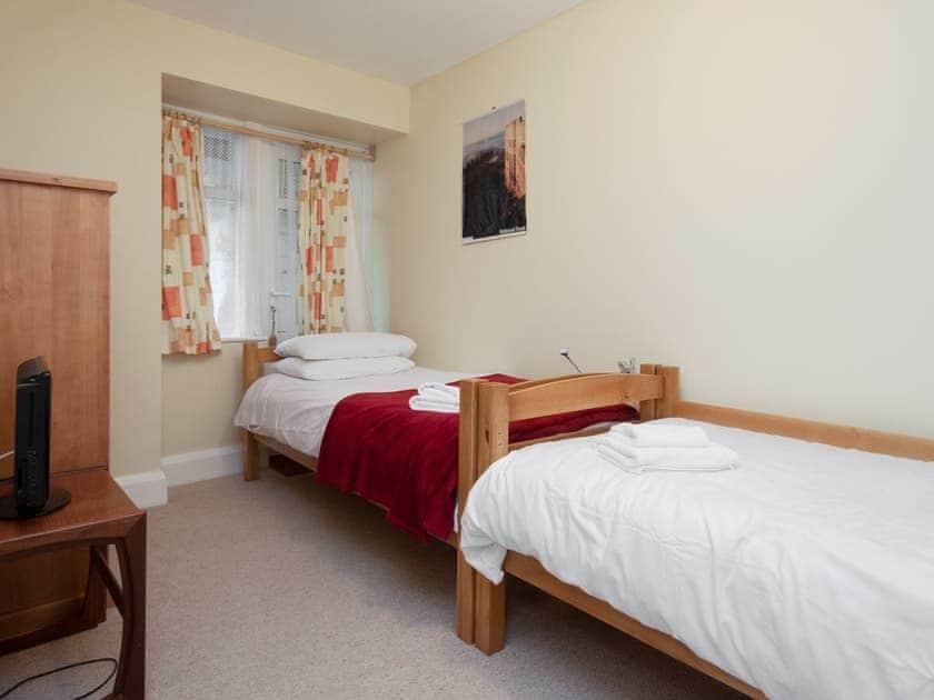 Twin bedroom | Larkrise, Dartmouth