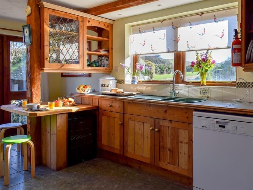 Traditional farmhouse-style kitchen/dining room  | Brummell Barn - Cheverton Farm, Shorwell