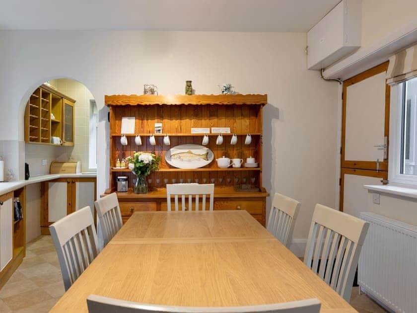 Wonderful farmhouse kitchen style kitchen/diner | Windy Heath, Salcombe