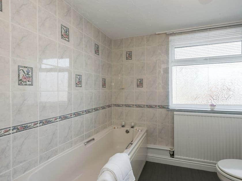 Bathroom | West End Cottage, Sheringham