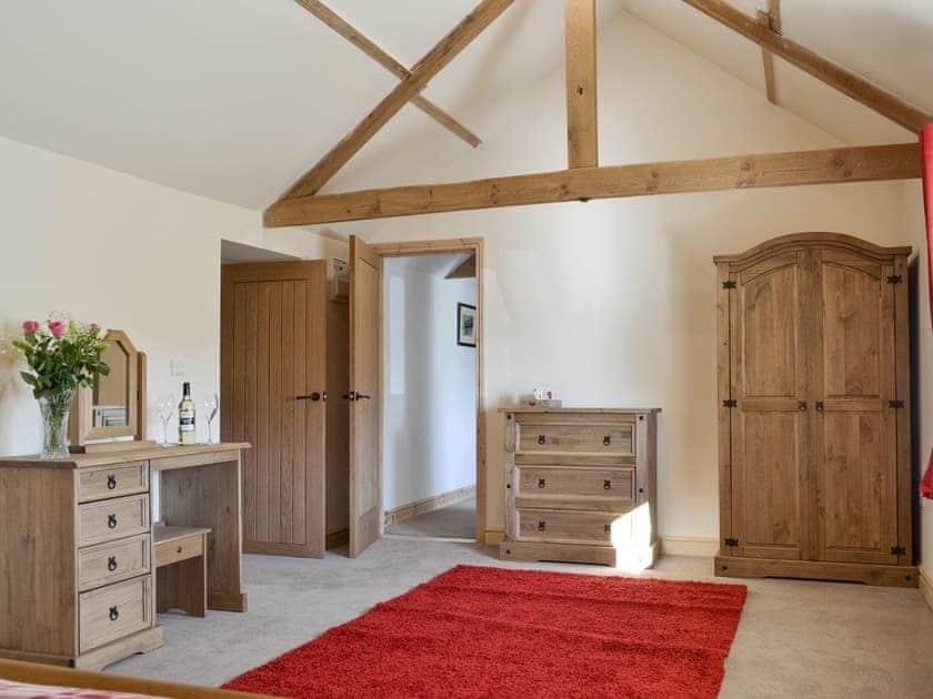 Spacious en-suite master bedroom | Grange Cottage, Harome, near Helmsley