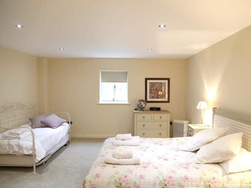 Triple bedroom | Finchcocks Oast 33-42, Finchcocks Oast 33-42, Goudhurst