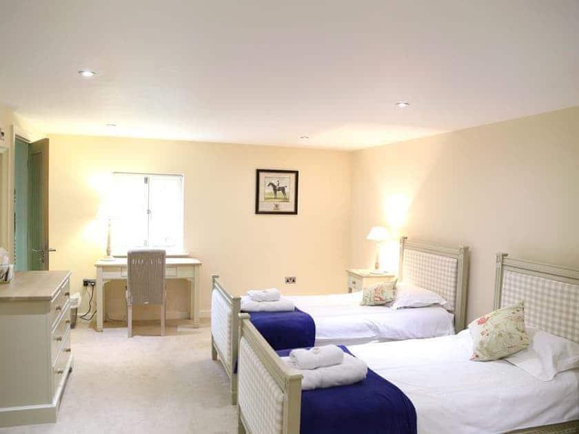 Twin bedroom | Finchcocks Oast 33-42, Finchcocks Oast 33-42, Goudhurst
