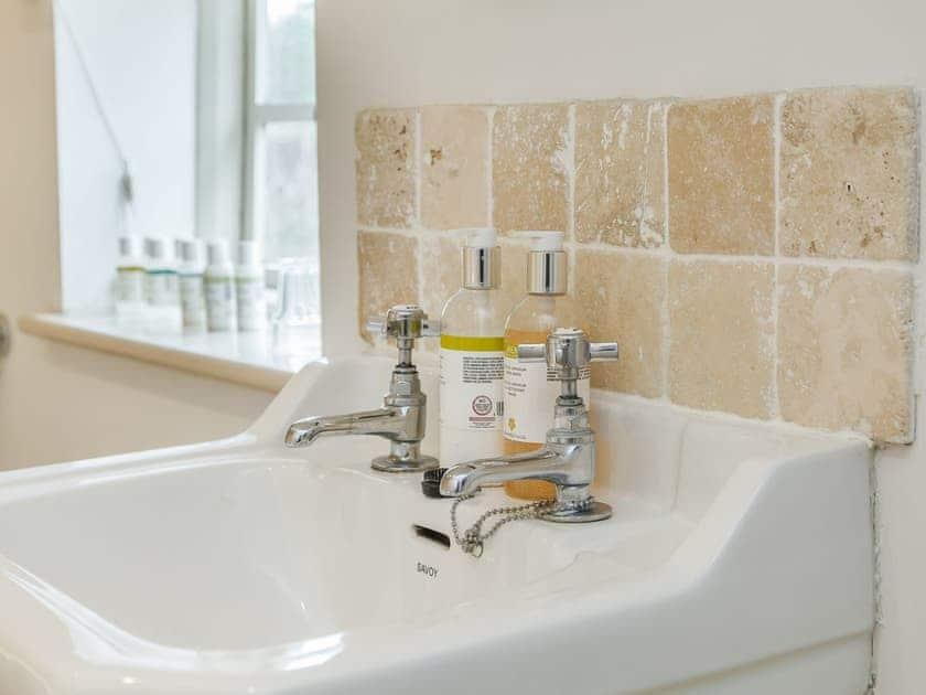 Bathroom | Apple Cottage, Wimborne Minster