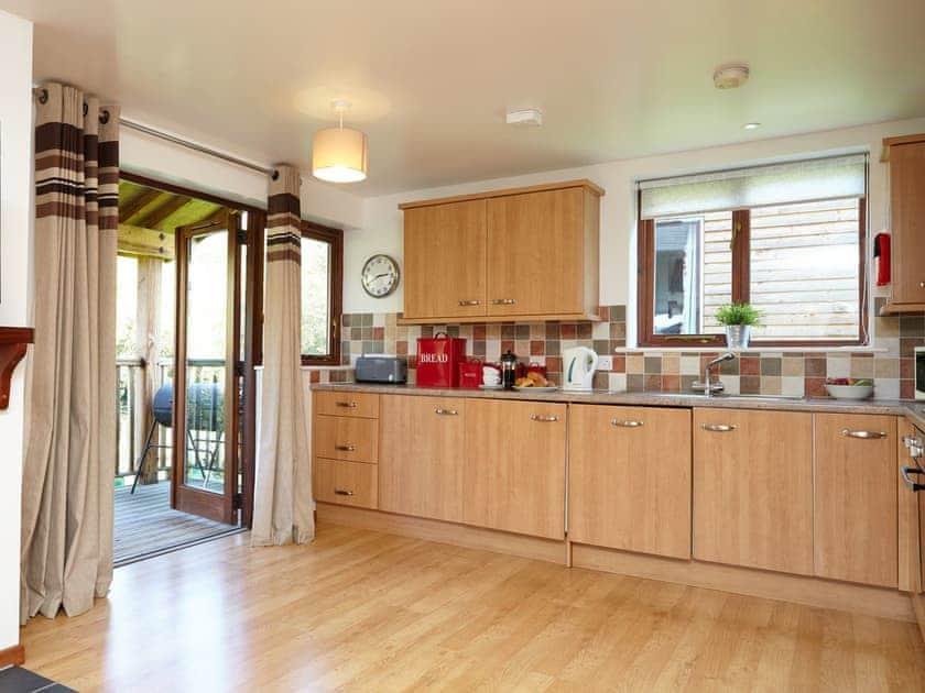 Kitchen   Badgers Oak - Calbourne Water Mill Eco-houses, Calbourne