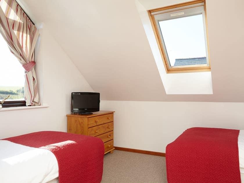 Twin bedroom   Badgers Oak - Calbourne Water Mill Eco-houses, Calbourne